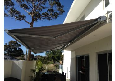 HELIOSHADE CASSETTE Folding Arm Awning